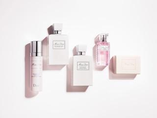 [新品] Dior「Miss Dior髮香噴霧」如花瓣般的柔和香氣,讓秀髮持久散發迷人魅力
