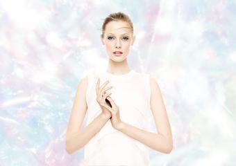 紀梵希【女神光芒春夏限量彩妝系列】明亮光影融合春季色彩,綻放充滿溫度的女神光芒