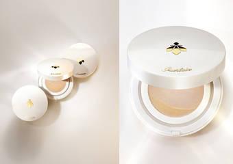 嬌蘭 - 全新「皇家蜂王乳素顏氣墊水粉餅」首款素顏氣墊 是保養也是彩妝 打造彈潤蜜光美肌及滿滿的爆水感