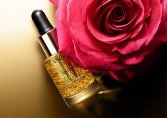 蘭蔻 - 「絕對完美玫瑰金粹妝前露」以頂級玫瑰精華油與 22K 金箔  開啟「金緻光美肌」儀式