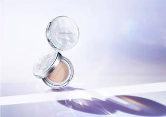雪花秀 - 全新升級「滋晶雪瀅氣墊粉霜」一拍綻亮有如珍珠般閃耀的晶透亮美肌 完美體現正宗韓系夏日妝感