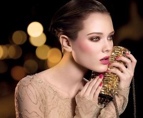 [限量] 香奈兒2010耶誕限量彩妝系列 盡顯女性柔媚的桃紅誘惑