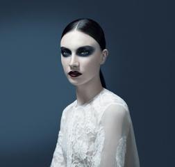 [限量] 紀梵希2011「月光魅影」秋冬限量彩妝 柔美的月光與濃郁的夜色 化作時尚優雅的彩妝光影,灑落在女人的美麗臉龐…